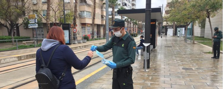 FGV installs hand sanitising gel dispensers in the main metrovalencia and TRAM d'Alacant stations